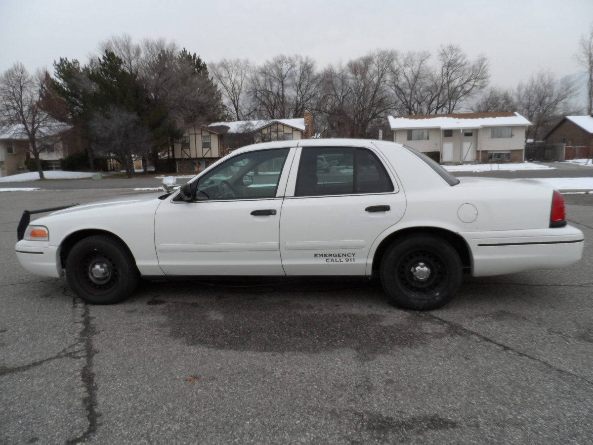 Magnets For Cars >> White Crown Victoria (With Push Bar) - REEL COPS LLC
